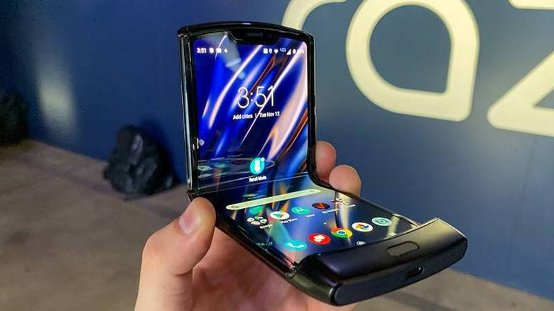 Motorola Razr ekran se ljušti na pregibu?