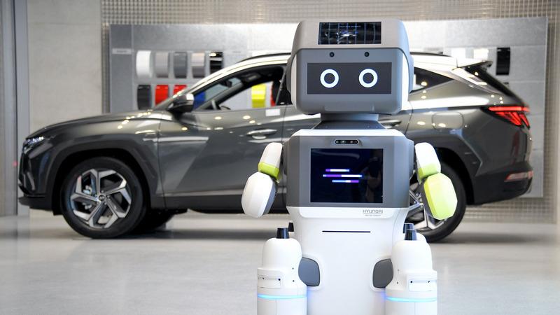 Hyundai predstavio DAL-e, robota prodavca automobila