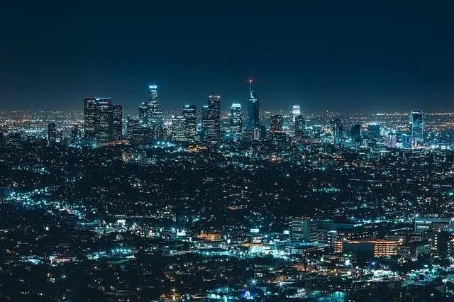 vista nocturna de la ciudad, viajes