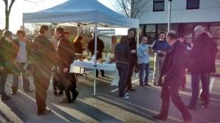 Petit déjeuner convivial et stand d'information PDIE sur le parking d'Aloris