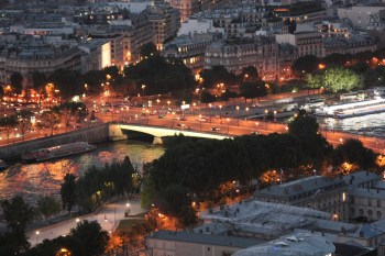 Zooming in to pont de l' Alma