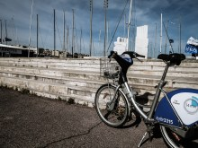 Biking to the monument of Greco-Marseillaiese relationship