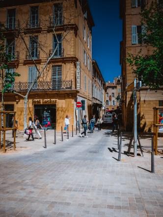 A sidestreet going to Cours Mirabaeu