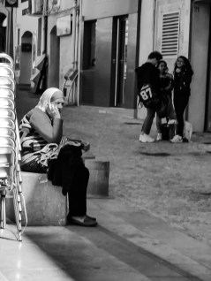 Talking on the streets of Aix-en-Provence #black_and_white
