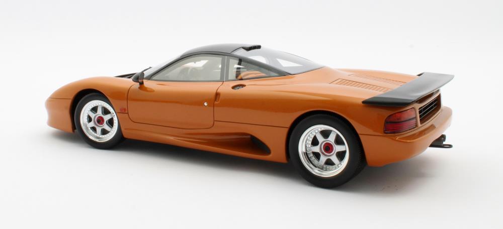 jaguar-xjr-cult-scale-model-cml092-2-8