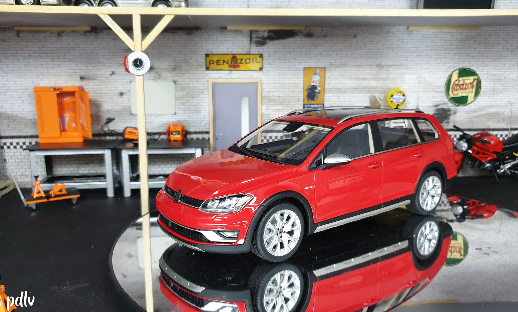 Volkswagen Golf 7 Alltrack DNA Collectibles 1/18 DNA000035