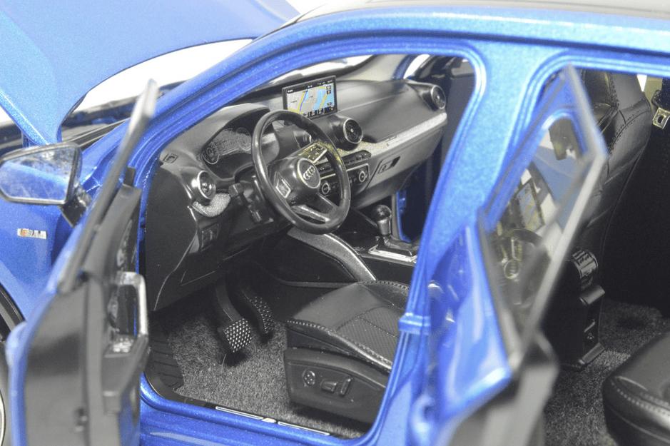 Audi Q2L Paudi bleu intérieur