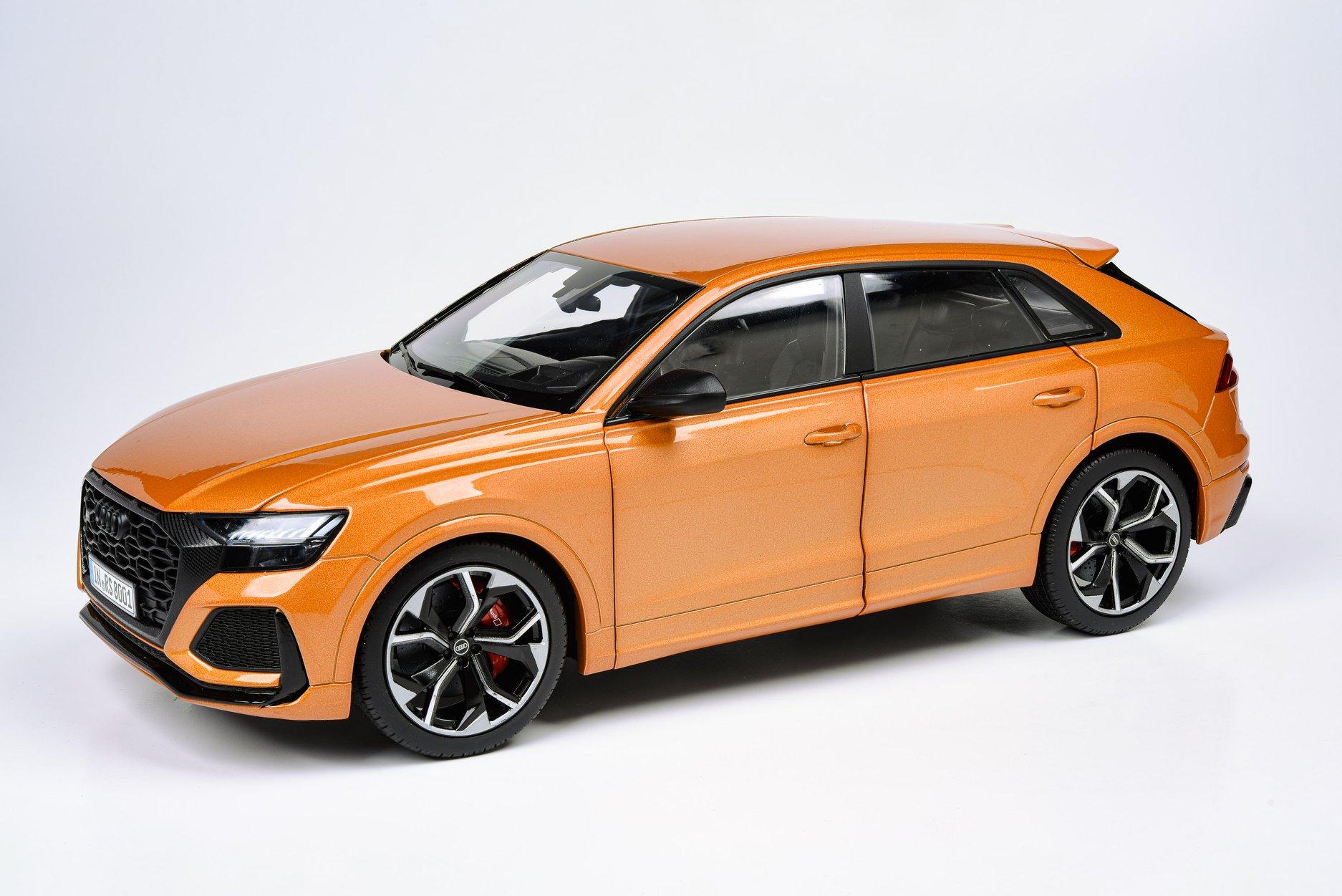 Audi RS Q8 Paragon 1/18