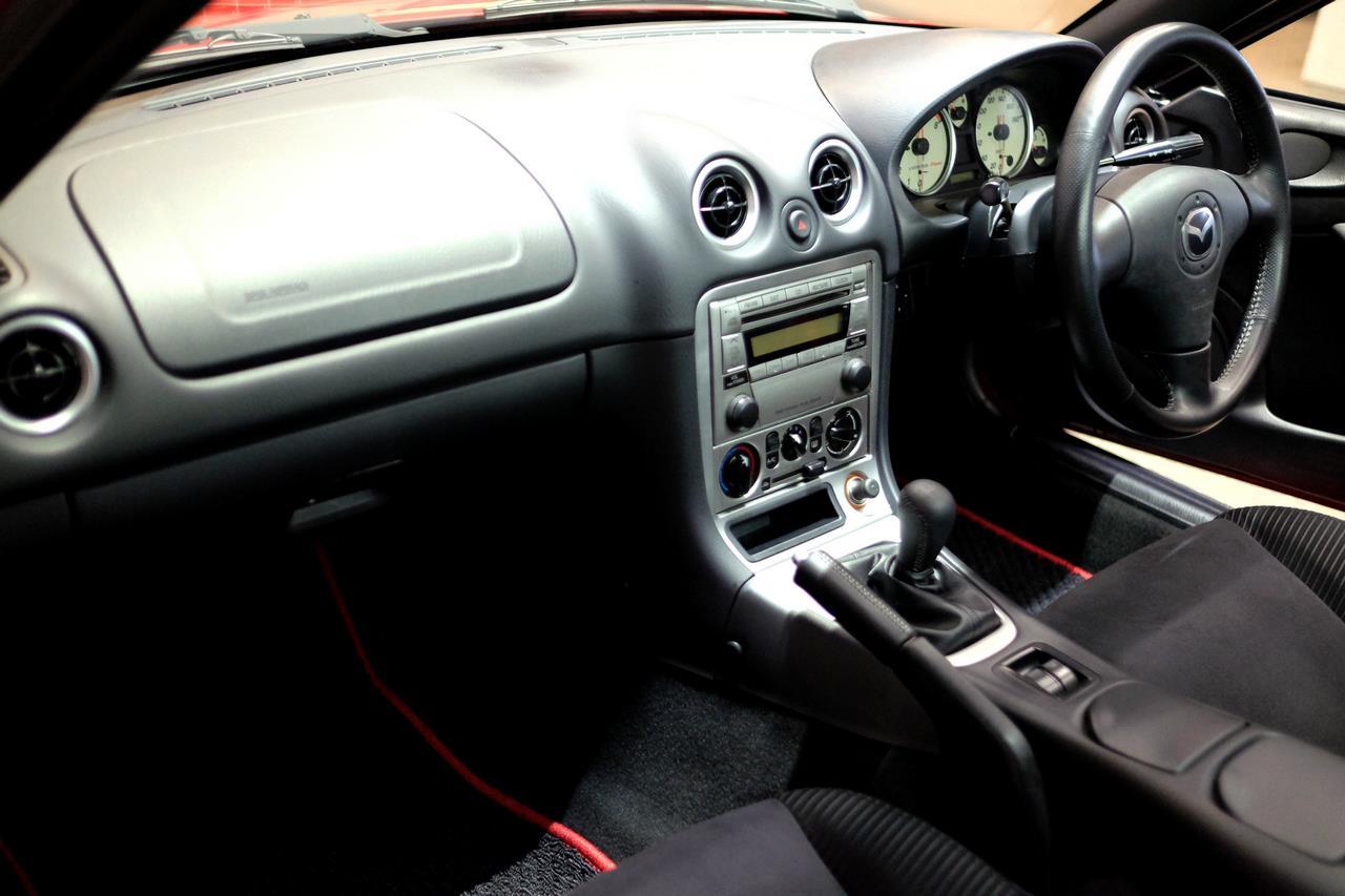 Mazda MX-5 NB coupé intérieur