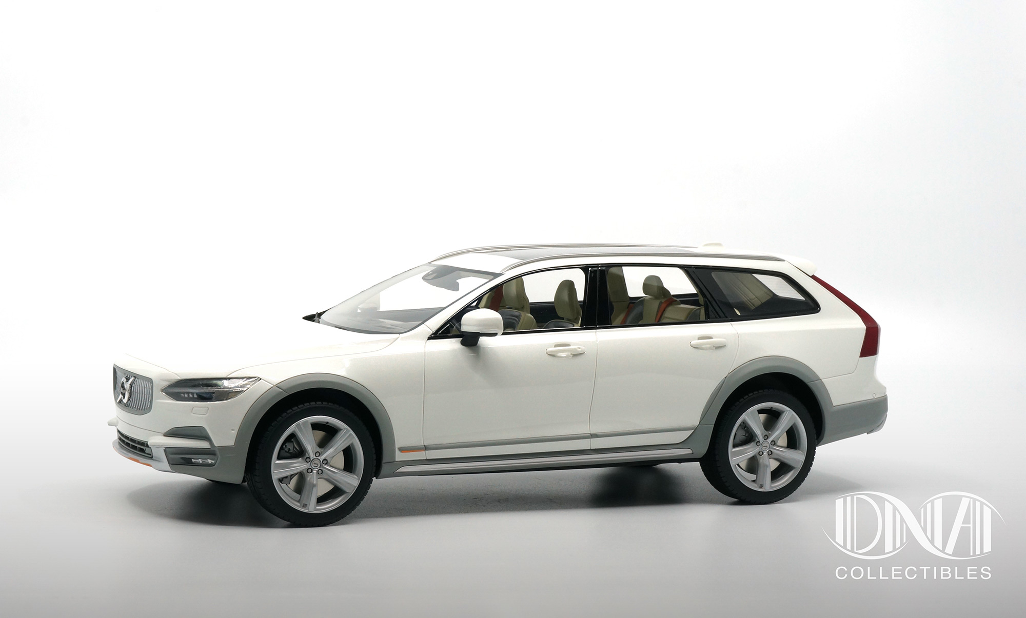 Volvo V90 Cross Country Ocean Race - DNA Collectibles 1/18 - DNA000043 - Profil