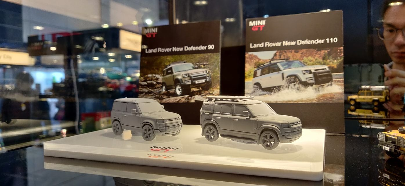 Mini GT Land Rover Defender 1/64