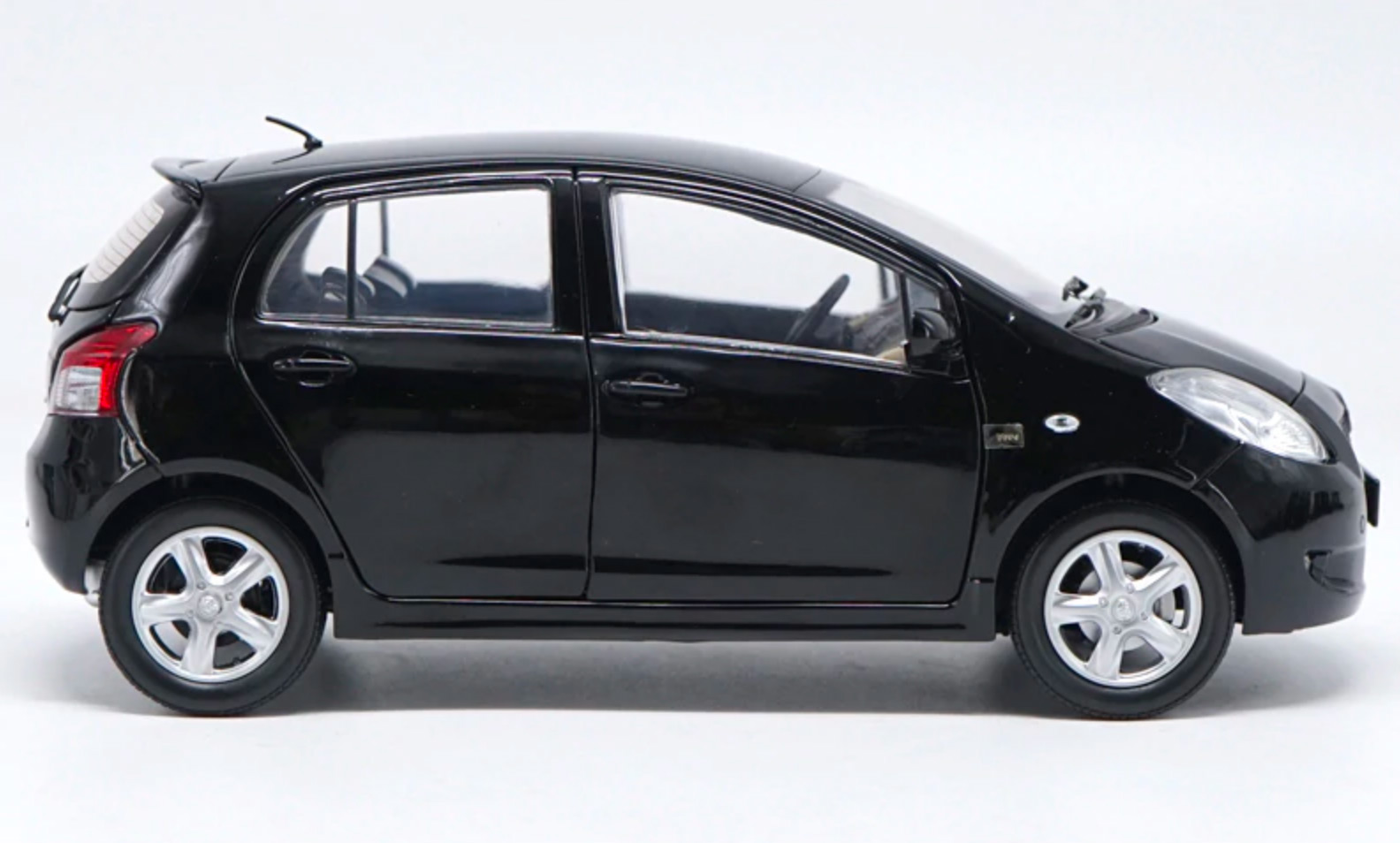 Toyota Yaris Paudi profil