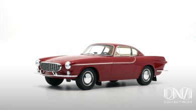 Photo of 1/18 : La Volvo P1800 de DNA s'habille en rouge