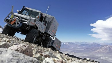 Photo of Deux Mercedes Unimog à 6 893 mètres d'altitude