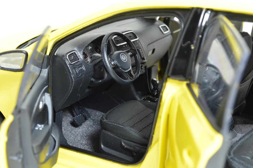 Volkswagen Polo 6R Paudi 1/18 (2338Y) intérieur