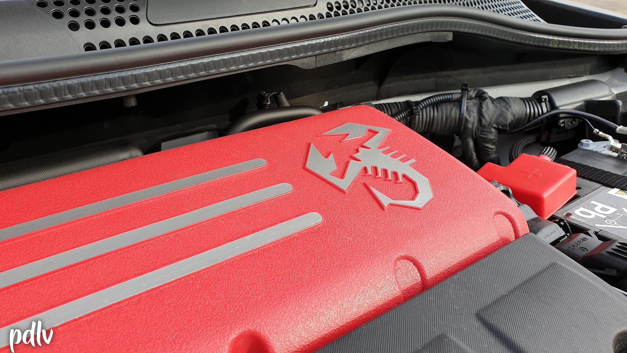 Cache moteur Abarth rouge