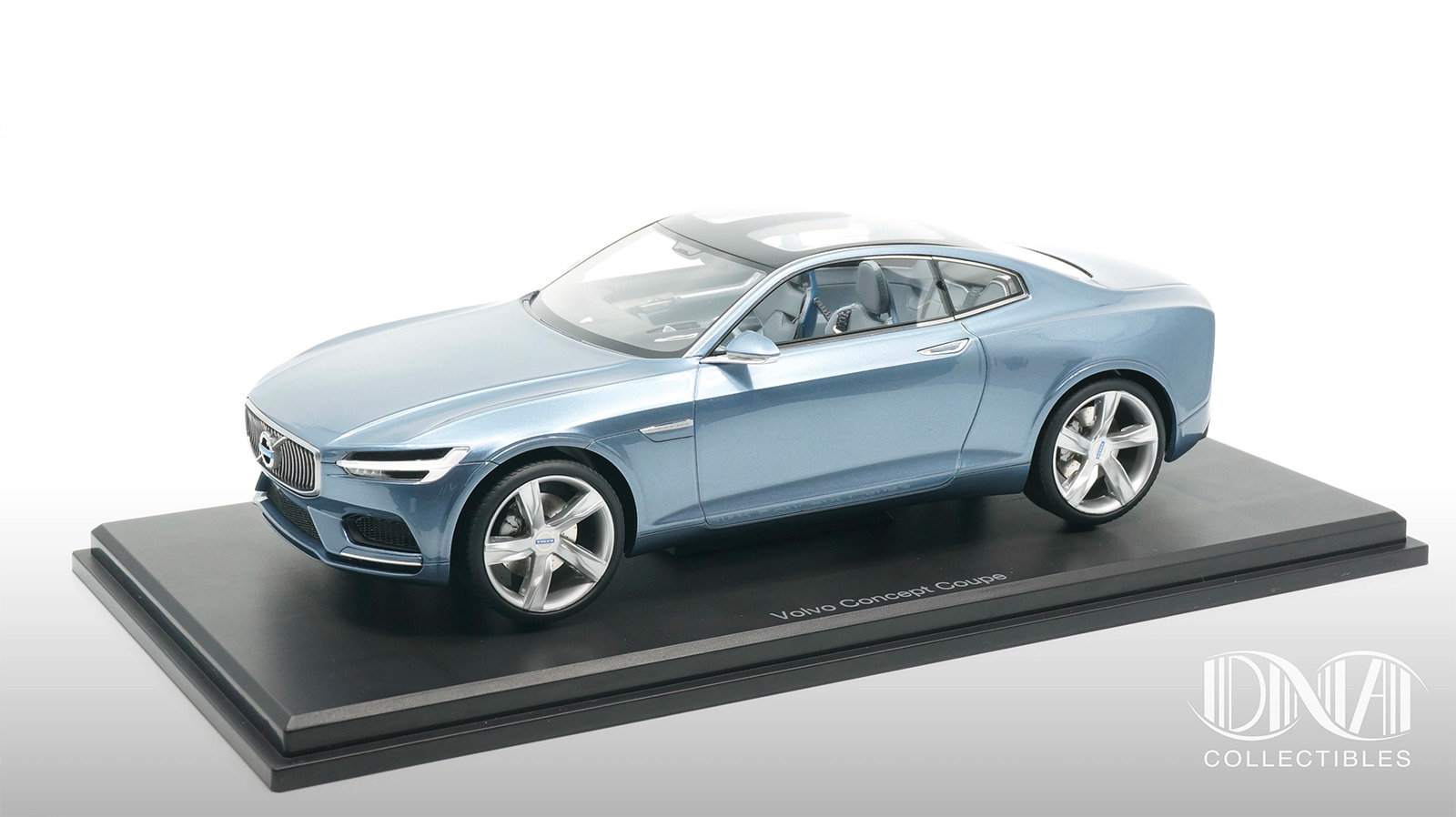Volvo Concept Coupé DNA Collectibles 1/18 sur socle
