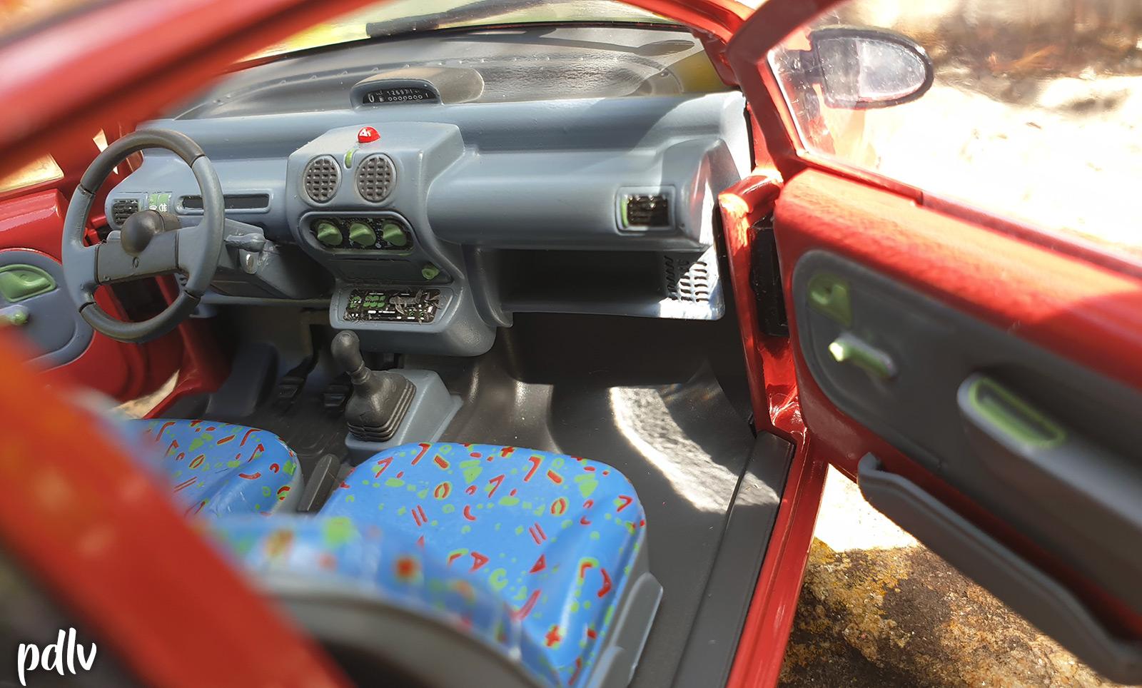 Intérieur de la Renault Twingo 1 Solido à l'échelle 1/18