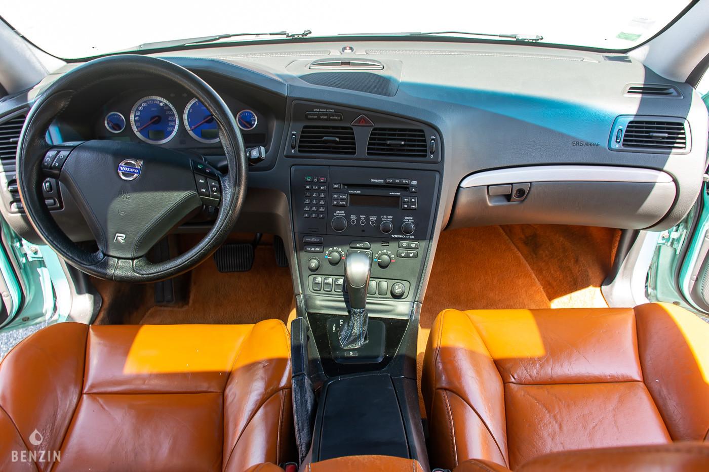 Tableau de bord de la Volvo S60 R