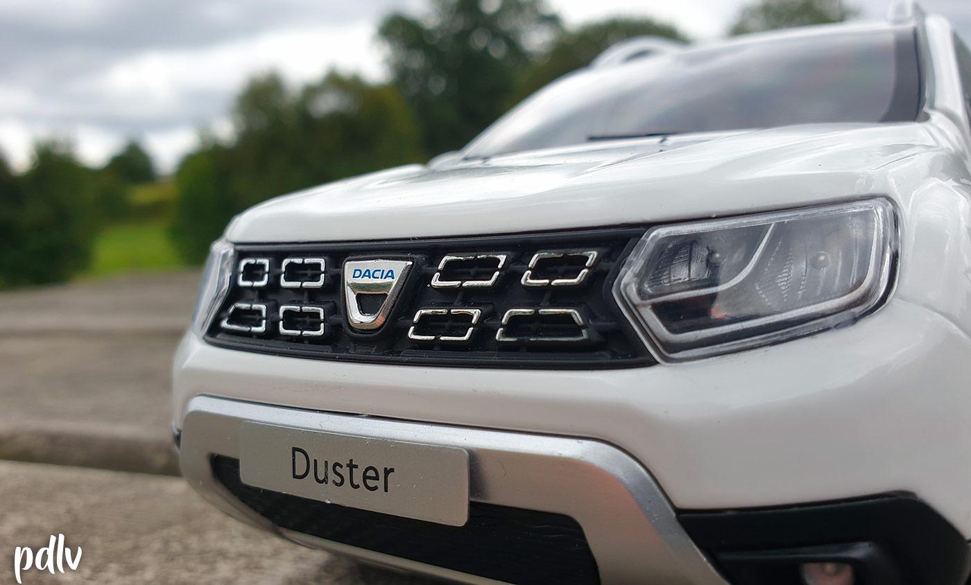 Calandre et phares du Dacia Duster Solido