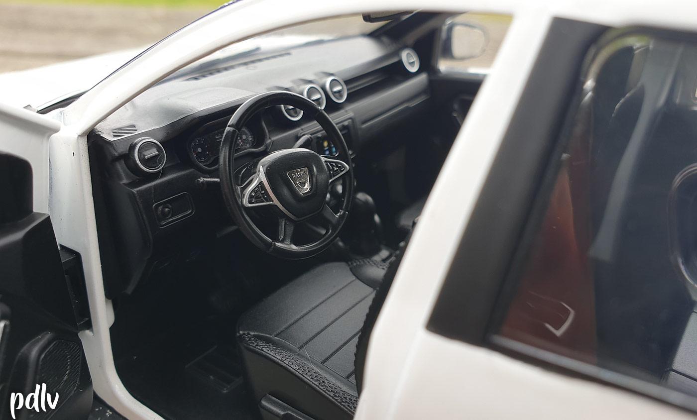 Intérieur du Dacia Duster Solido 1/18