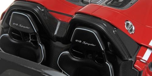1/18 Porsche 918 Spyder Minichamps sièges
