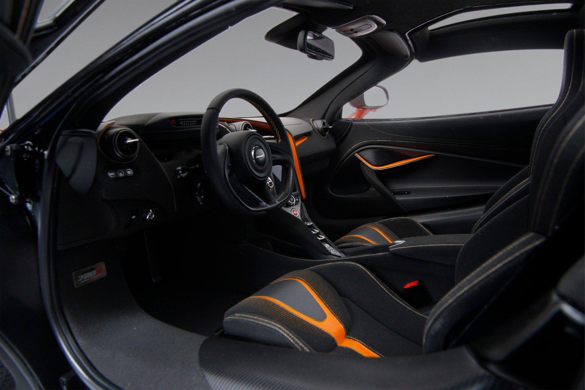 1/8 McLaren 720S Amalgam intérieur