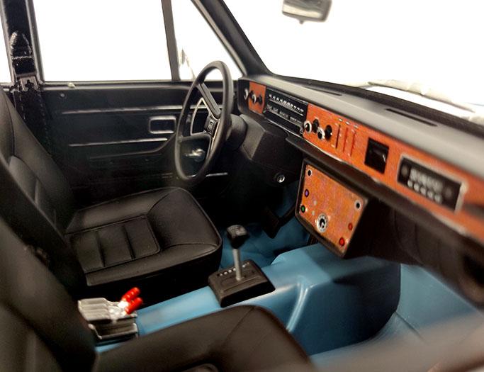 1/18 Volvo 164 E DNA Collectibles intérieur