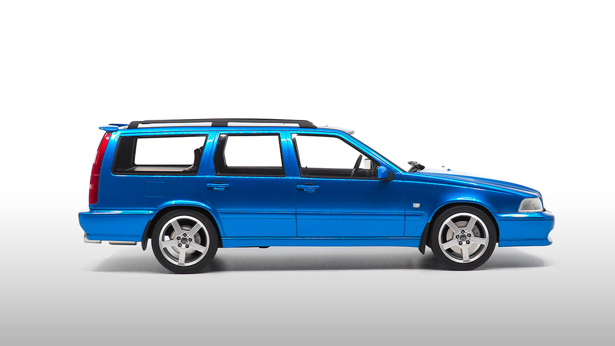 1/18 Volvo V70 R DNA Collectibles