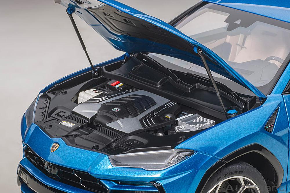 1/18 Lamborghini Urus AUTOart engine