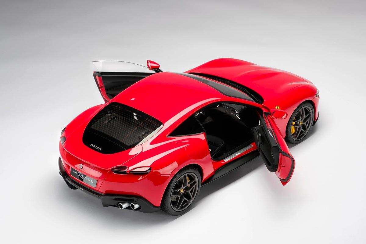 1/8 Ferrari Roma ouvrants