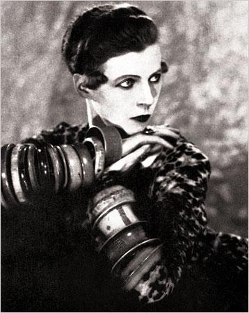 La pasó bien en el París de los 1920s. La foto de Man Ray.