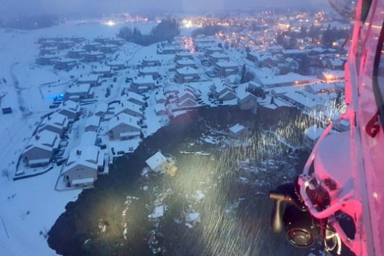 집 전체가 싱크 홀에 빨려 들어가 노르웨이에서 11 명이 실종