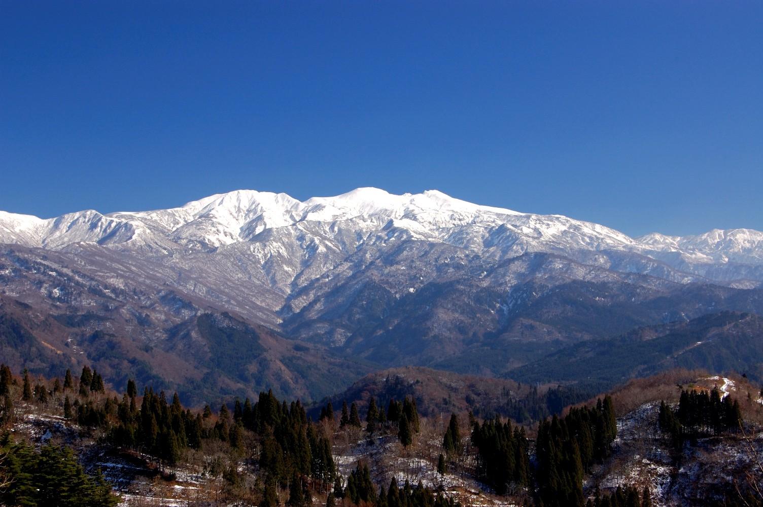 白い雪をかぶった白山 白山パノラマ公園 : 3Shot*Style