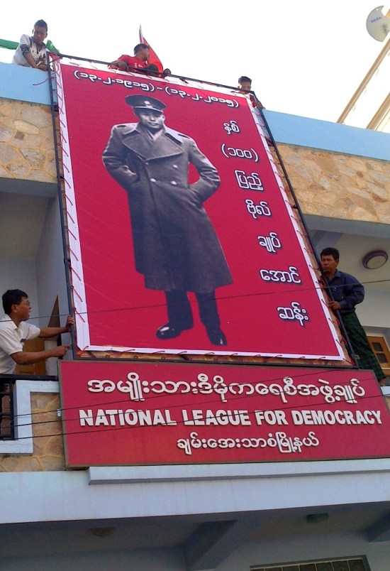 NLD-putting-up-pic-of-Gen-Aunsan