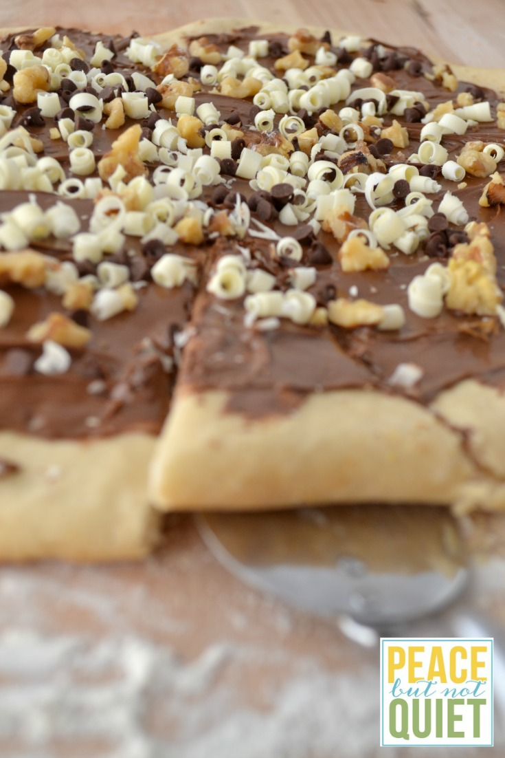 Nutella recipes -- how to make a delicious Nutella pizza!