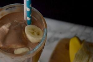This banana nutella milkshake recipe makes the perfect summer treat