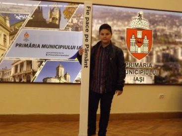 Peace Pals 2016 Winner gifts Peace Pole to the City of Iasi, Romania