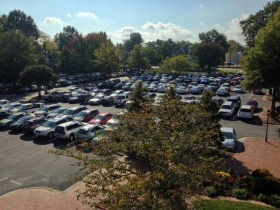 wide shot of WPU parking lot packed full outside of Flowe building