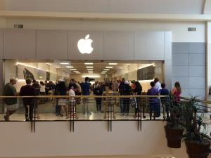 Large line of people in the Apple Store at Crabtree Valley mall