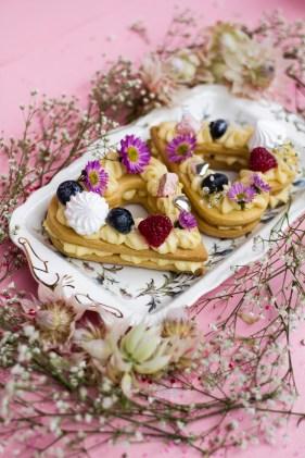 shortbread-custard-the-cupcake-club-peaches-in-the-wild
