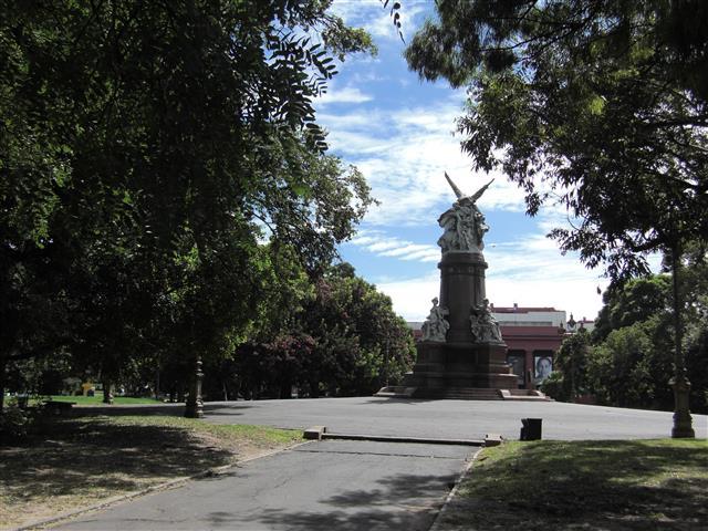 Eine Statue