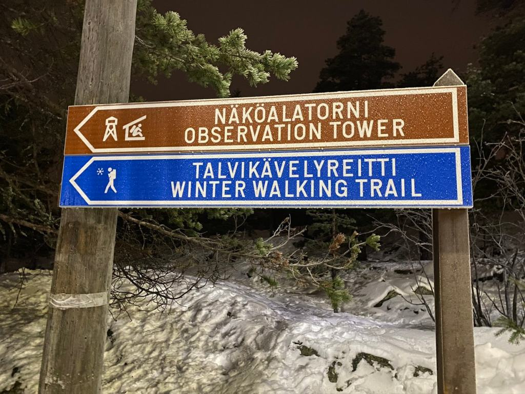 Sign that says Nakoalatorni Observation Tower & Talvikavelyreitti winter walking trail