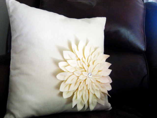 Finished Object: Amy Butler Snow Mum Pillow (1/4)