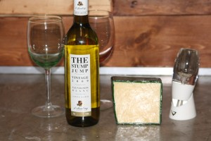Review:  The Stump Jump Sauvignon Blanc, 2009 wine and Irish Cheddar Cheese