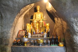 Amazing experience with our driver taking us through the traditional buddist worship