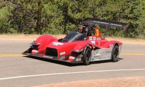 Greg-Tracy-breaks-the-EV-record-at-Pikes-Peak-2014