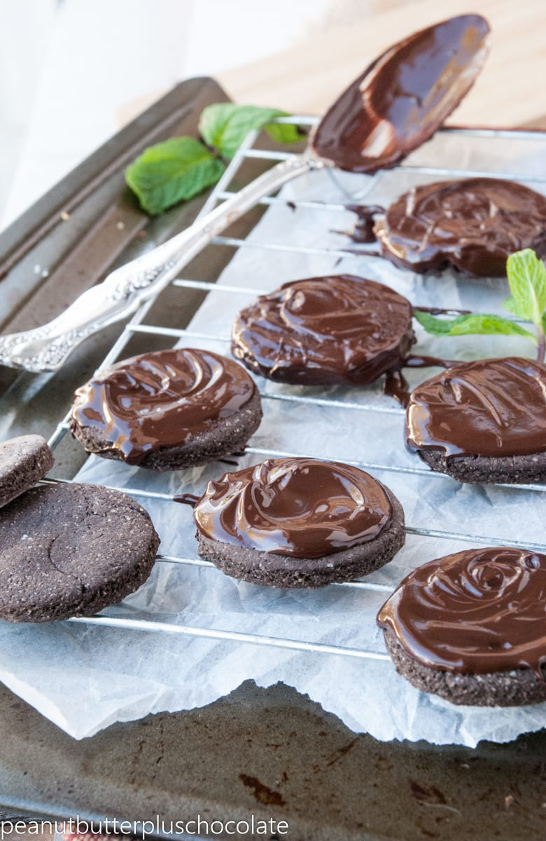 Healthy Double Chocolate Peppermint Cookies – ciarra