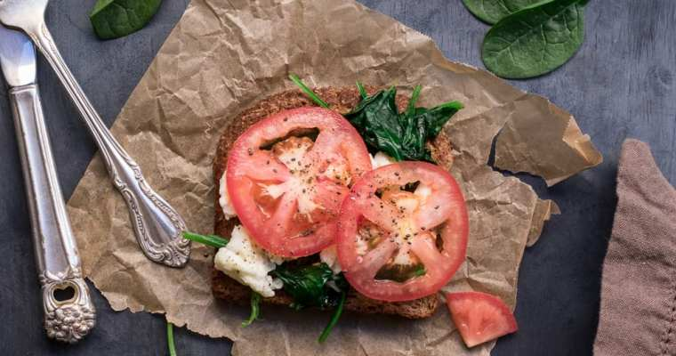 Healthy Spinach Tomato Egg White Toast