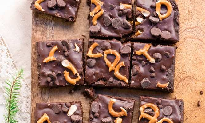 Healthy Double Chocolate Pretzel Brownies with Chocolate Ganache (gluten-free and refined sugar-free)